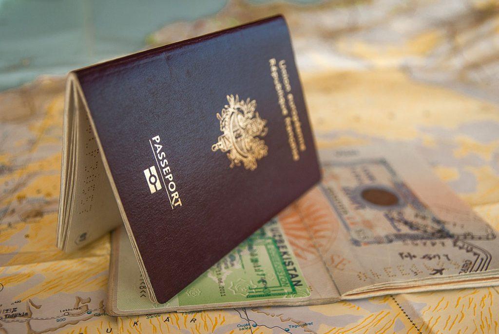 gps ligado - planejar sua viagem internacional